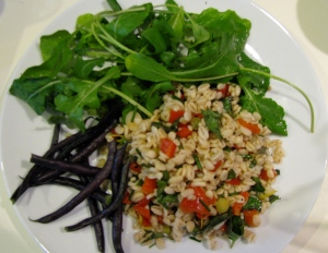 Barley salad, beans and arugula