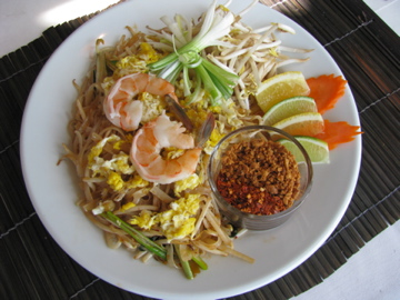 Shrimp Pad Thai at Nida's, best thai restaurant columbus